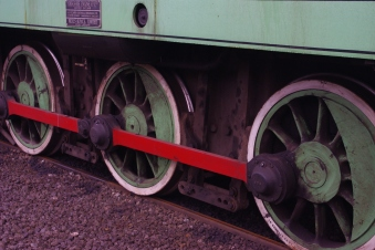 Janus Details - Wheels and brake gear - notice also that the coupling rids have roller bearings.